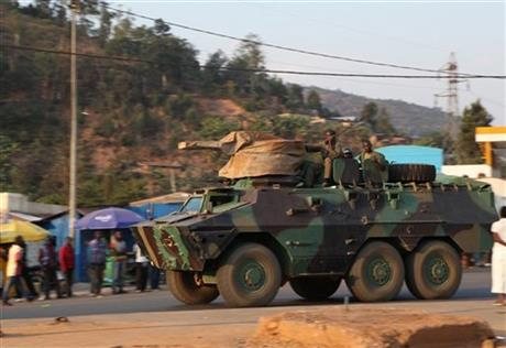 RWANDAN TANKS, ARTILLERY SEEN MOVING TOWARD CONGO