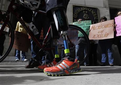 Legless cyclist rides for asylum seekers