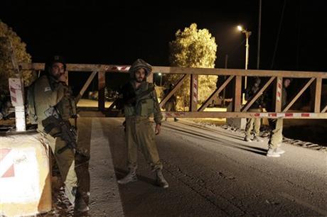 Israel bombs Gaza tunnel; 4 Hamas militants killed