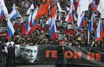 Thousands march in Russia to mourn Putin critic Nemtsov