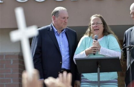 Clerk in gay-marriage fight back to work Friday or Monday