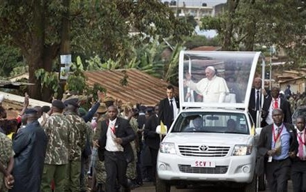 Pope calls slum conditions in Nairobi an injustice