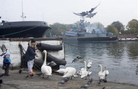 Russians unconcerned by Kremlin's saber-rattling