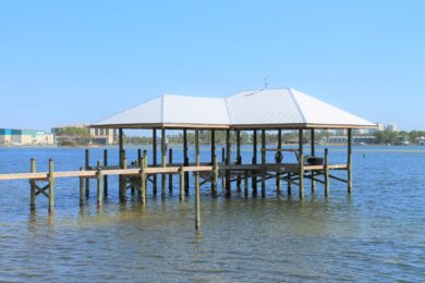 BOATHOUSES & BOAT LIFTS