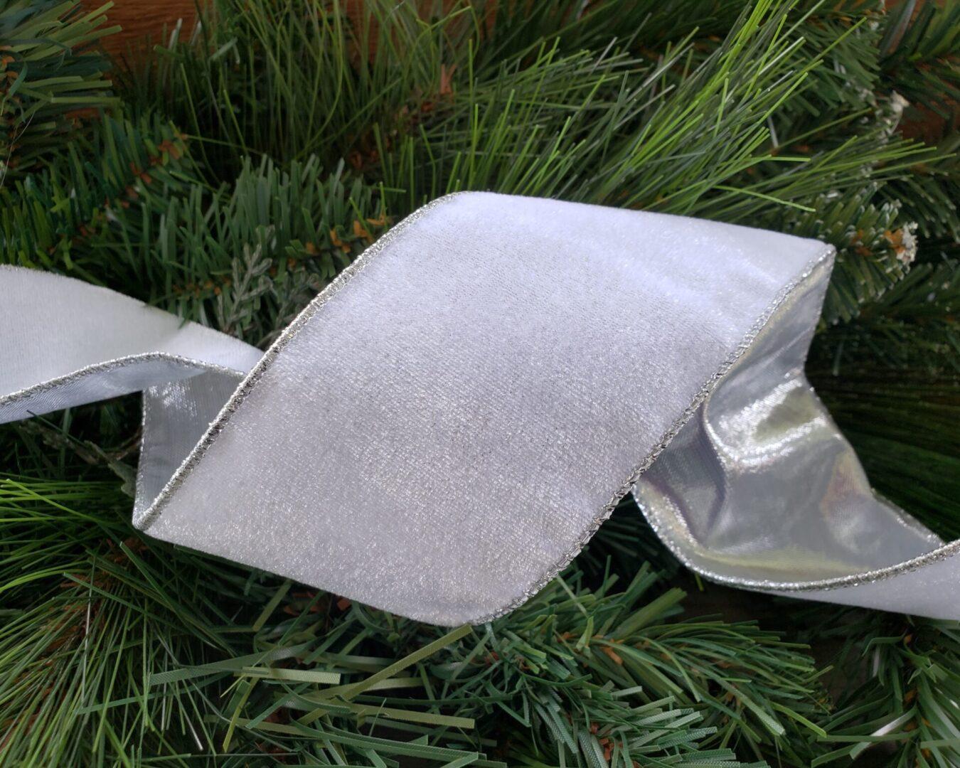 white velvet Silver lined backed vallise ol 40-016