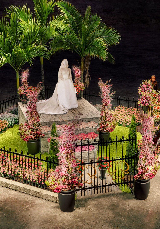 Princess-Grace-rose-garden-wedding-dress