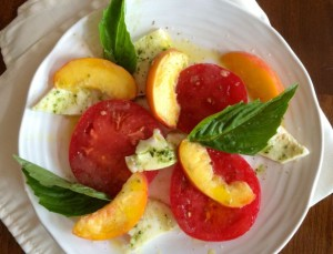 caprese-salad-wiht-peaches