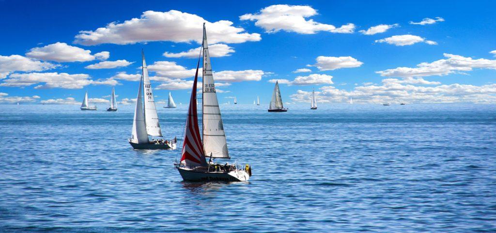 sailing-boat-1593613_1920
