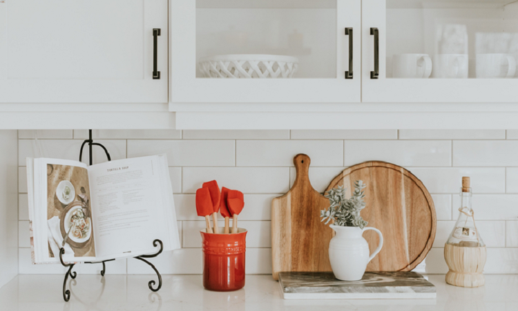 Lakeside-Living_Manitowish-Waters_Northwoods-WI_Blessings-of-Life-at-the-Lake-This-Crazy-Year-in-Review_Decluttered-Kitchen-Counters