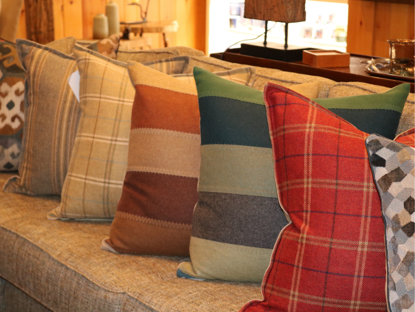 lakeside-living-design-northwoods-wi-cabin-decor-colorful-pillows-decorative
