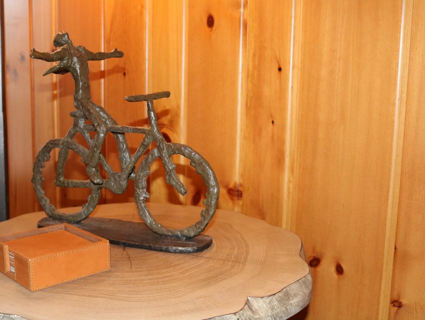 lakeside-living-design-northwoods-wi-cabin-decor-sculputre-woman-on-bike