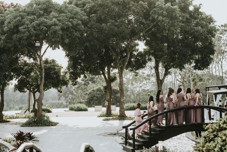river-pool-wedding