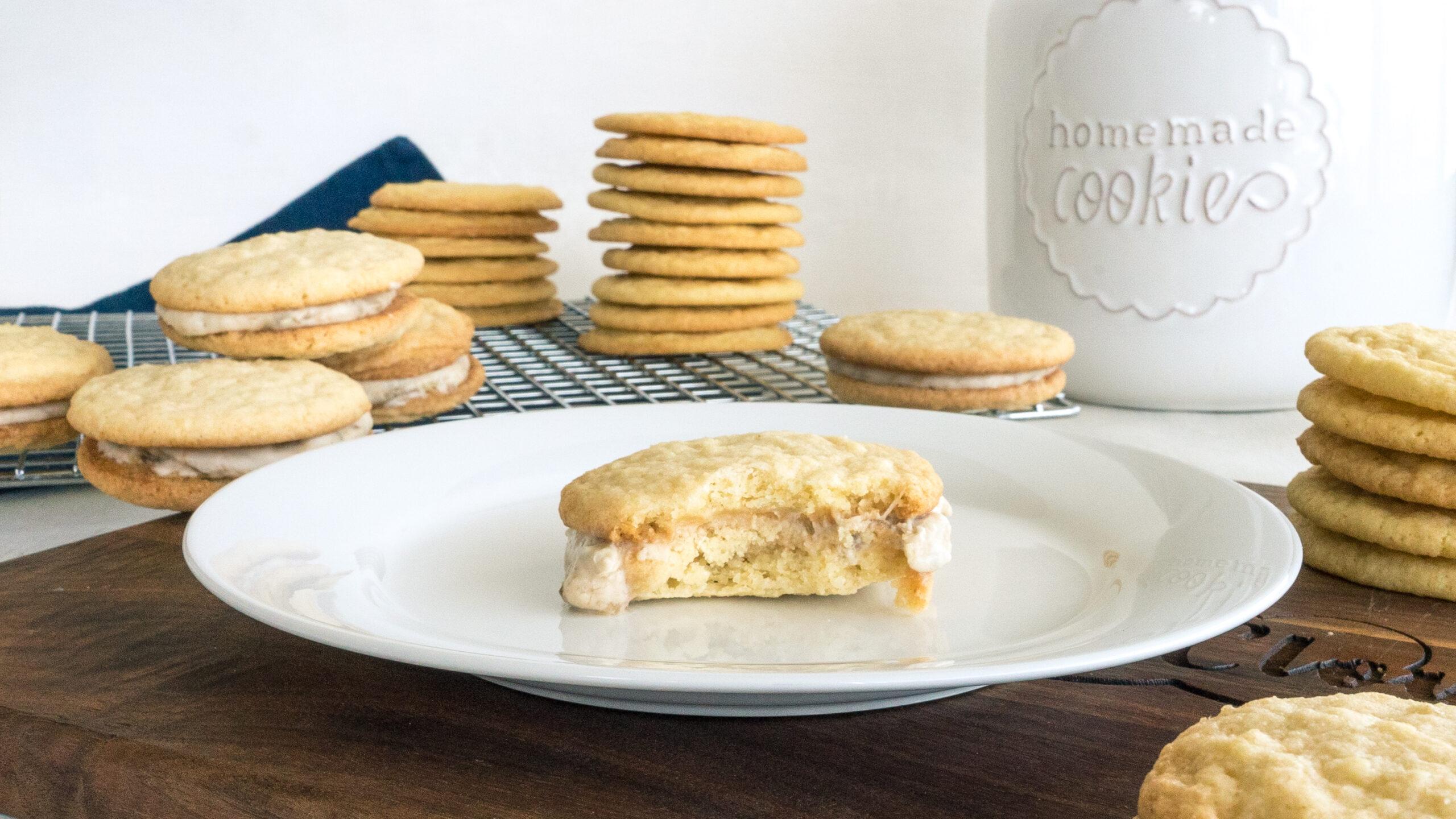Banana Cream Cookie Sandwiches