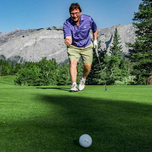 Brewster's Golf, Kananaskis Ranch - Celebrating a great putt