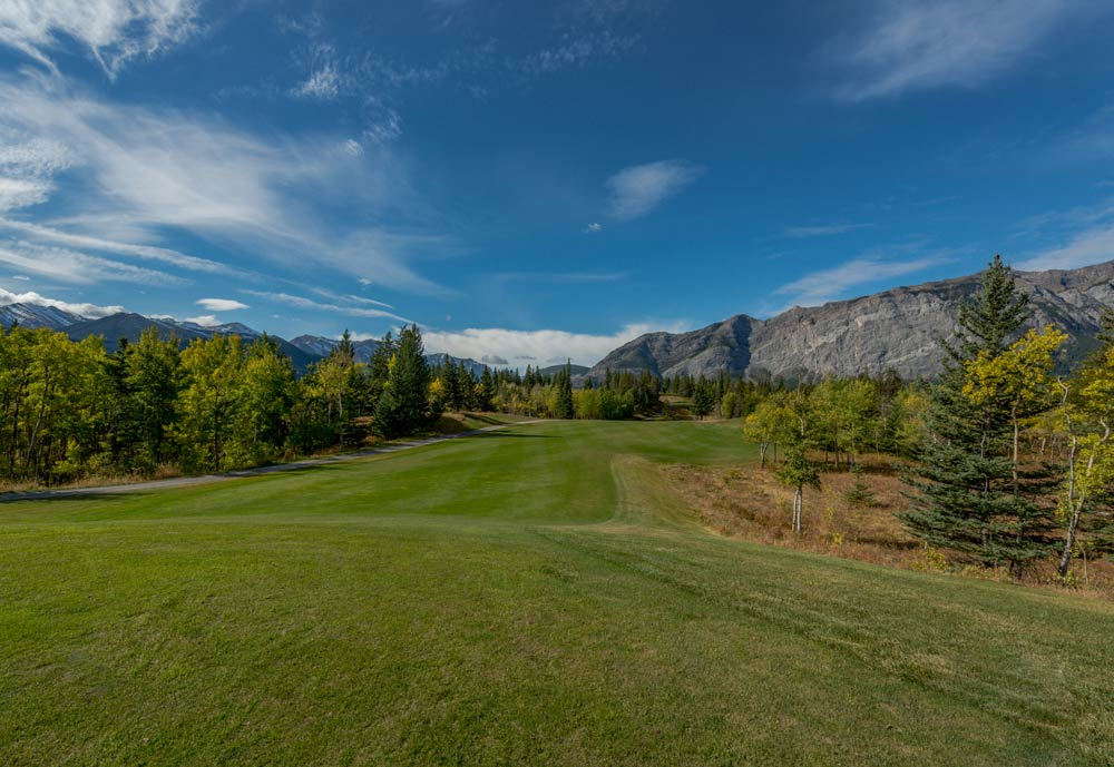Brewster's Golf, Kananaskis Ranch - A beautiful picture of a green fairway at Brewster's Golf, Kananaskis Ranch
