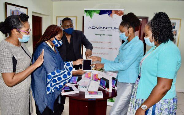 ADVANTUM donates tablets to school