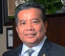 Tony Du headshot in office