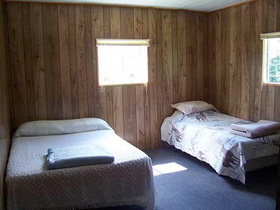 Bedroom, Fully Furnished, French River Delta, Bear's Den Lodge Cottages