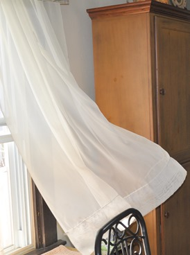 Mild-and-Windy-Jan-13-curtains-blowing-in-the-wind