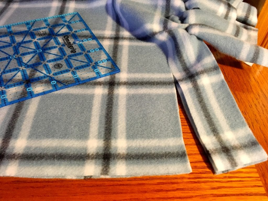 Cut the Edge of the No Sew Blanket