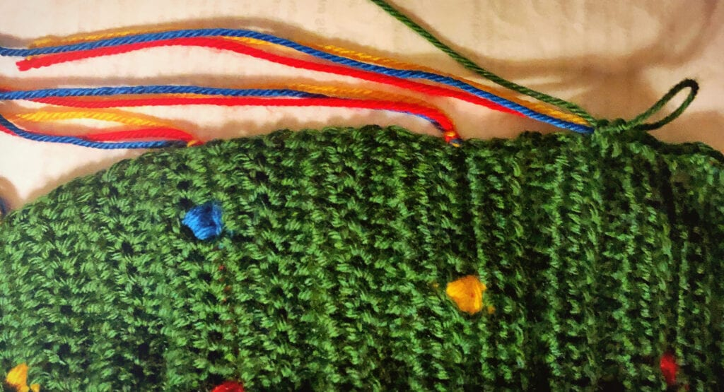 Tying Colored Yarn Together at the Beginning and End of the Row