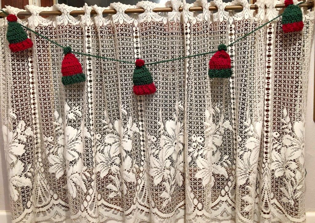 Ribbed Christmas Hat Garland
