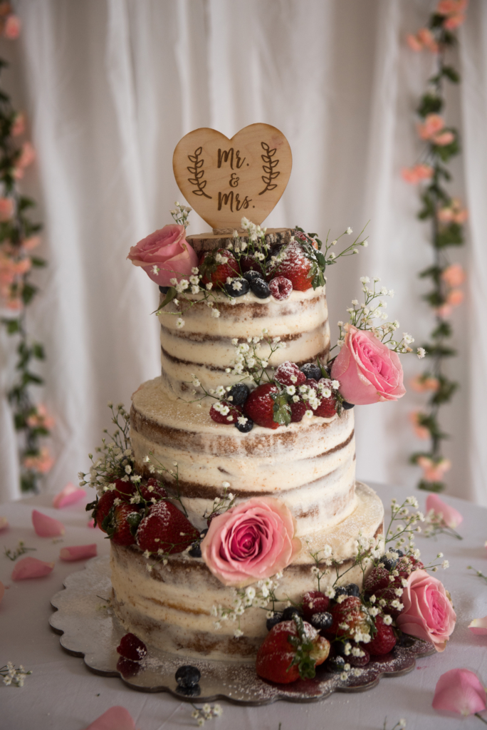 romantic wedding cake naked creative
