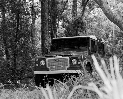 Land Rover Defender 90 offroad