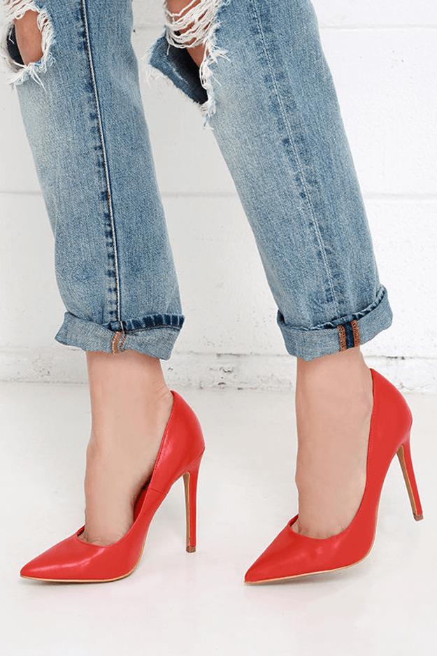 bright red pumps with boyfriend jeans