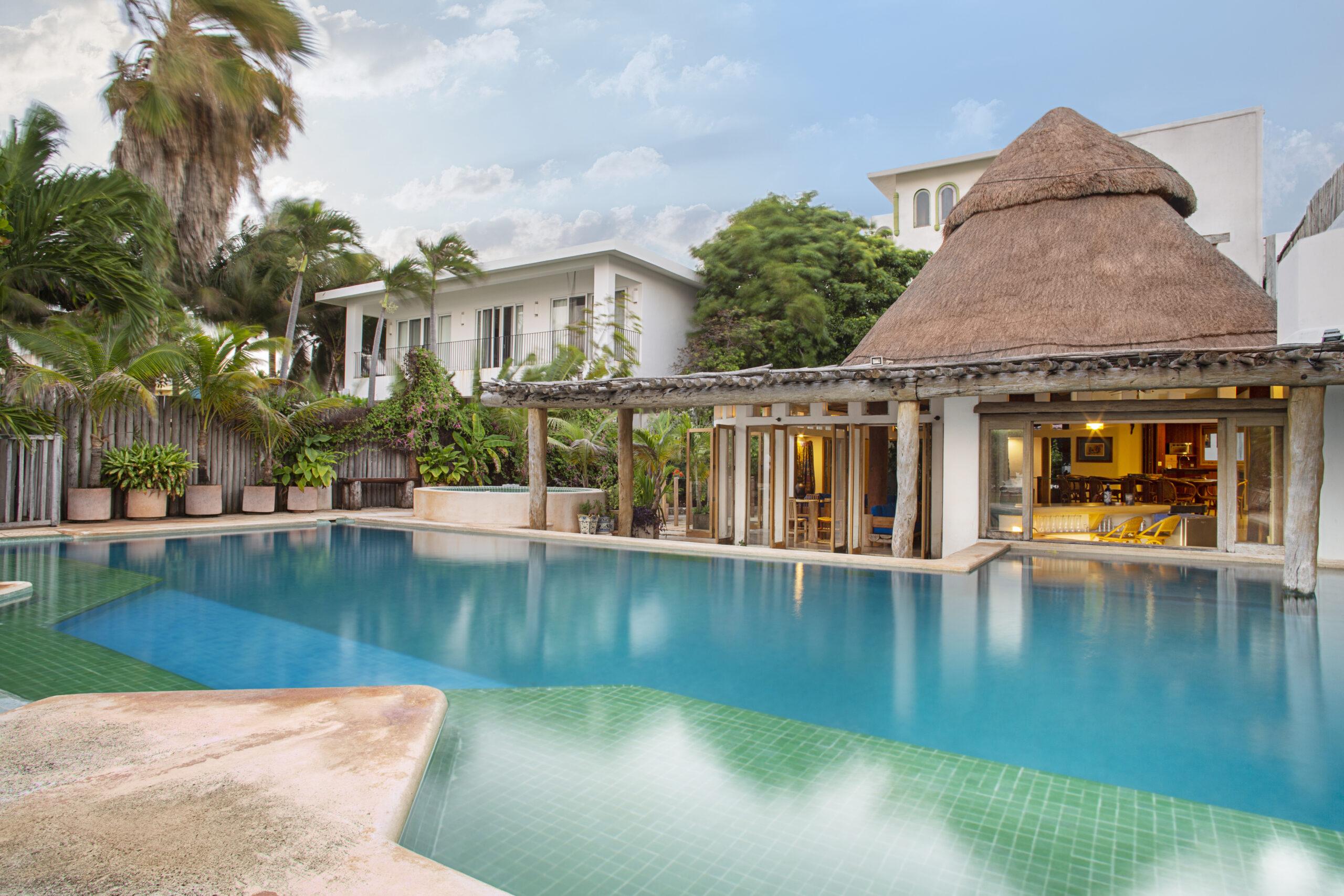 Casa en venta en Zona Hotelera frente a la laguna