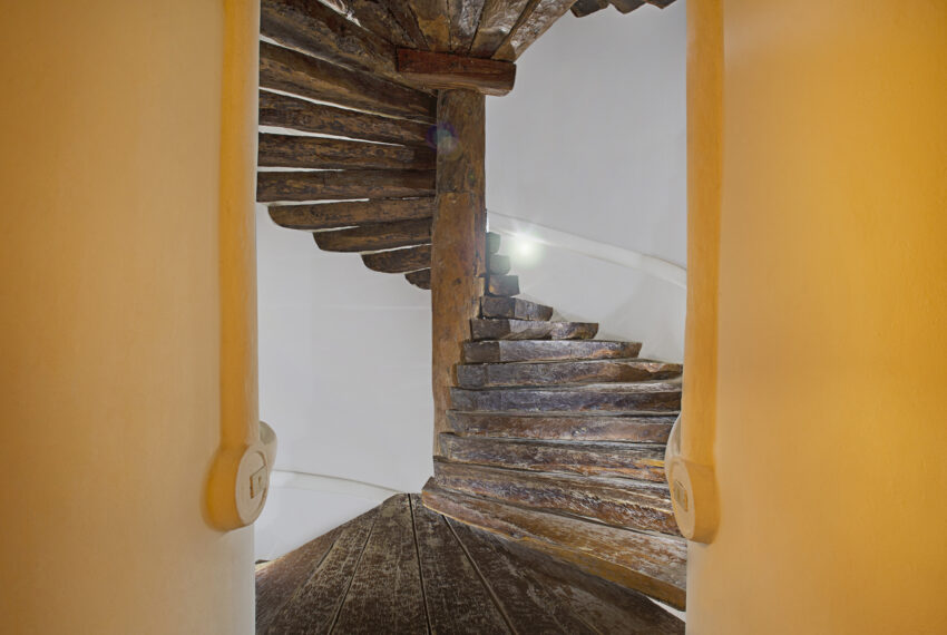 9.- Escalera