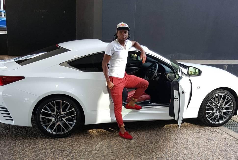 Photo of Siphiwe Tshabalala and his sporty lexus