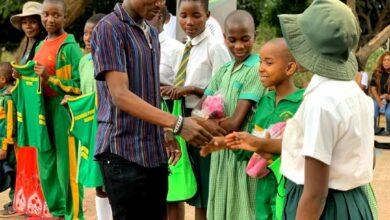 Photo of Khama Billiat Donates R100 000 Goods To Former School