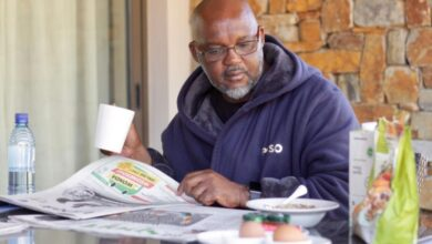 Photo of 5 Pictures That Show That Pitso Mosimane Is A Real Family Man!