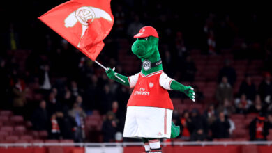 Photo of Mesut Ozil Offers To Save Arsenal Legend Gunnersaurus!