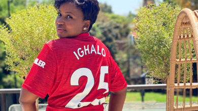 Photo of Carol Tshabalala Receives Personalised Shirt From Odion Ighalo!