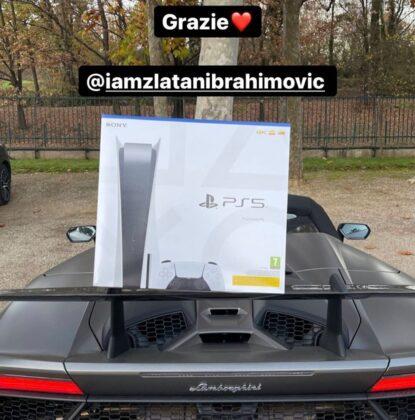 Zlatan Ibrahimović Gifts His Teammates the PlayStation 5!