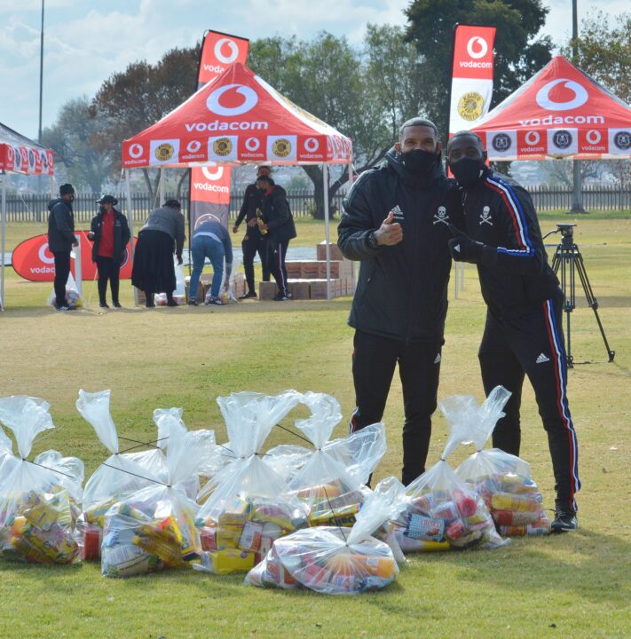 Orlando Pirates & Kaizer Chiefs Provide Food Parcels For Charity!