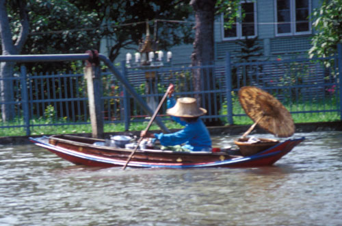 Home delivery in Bangkok's district of canals. ©2004 UrbisMedia