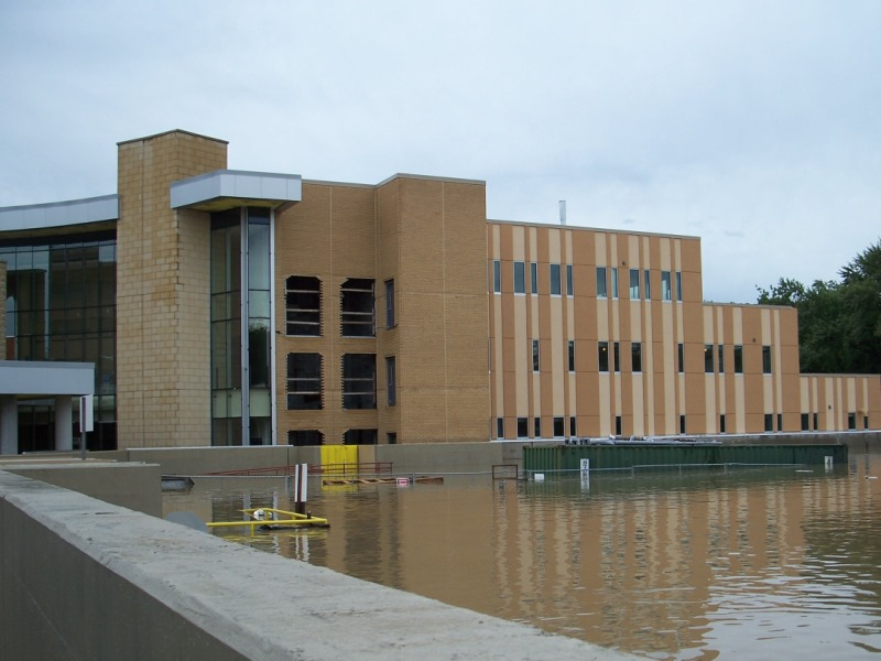 FloodBreak Gates and floodwall keep the floodwaters out of hospital