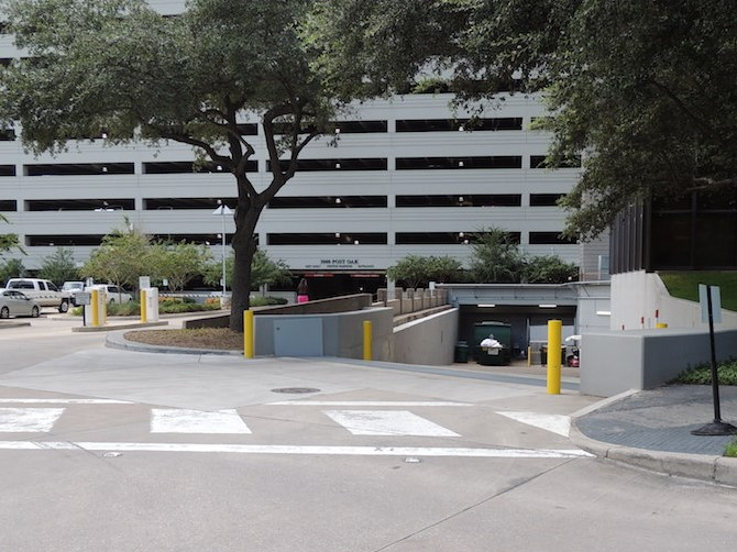 3000 Post Oak - VG protecting loading dock-cropped