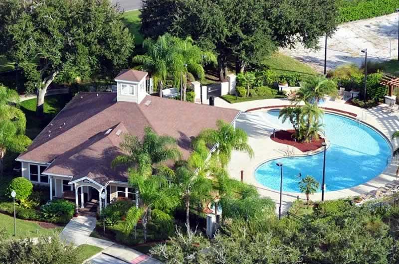 casa de aluguel da stays orlando com piscina e área verde hospedagem