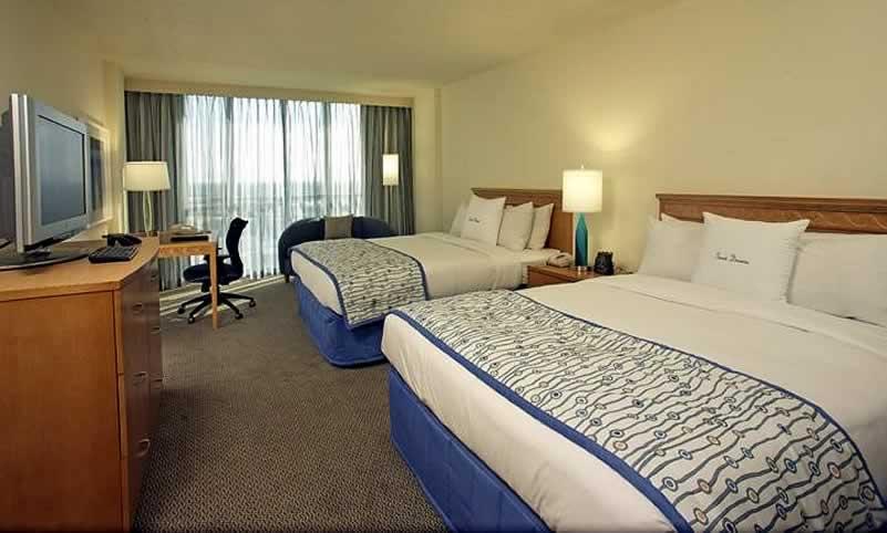 quarto de hotel em orlando com duas camas de casal