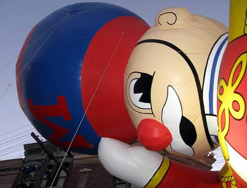 balão da parada da macy's no natal da universal