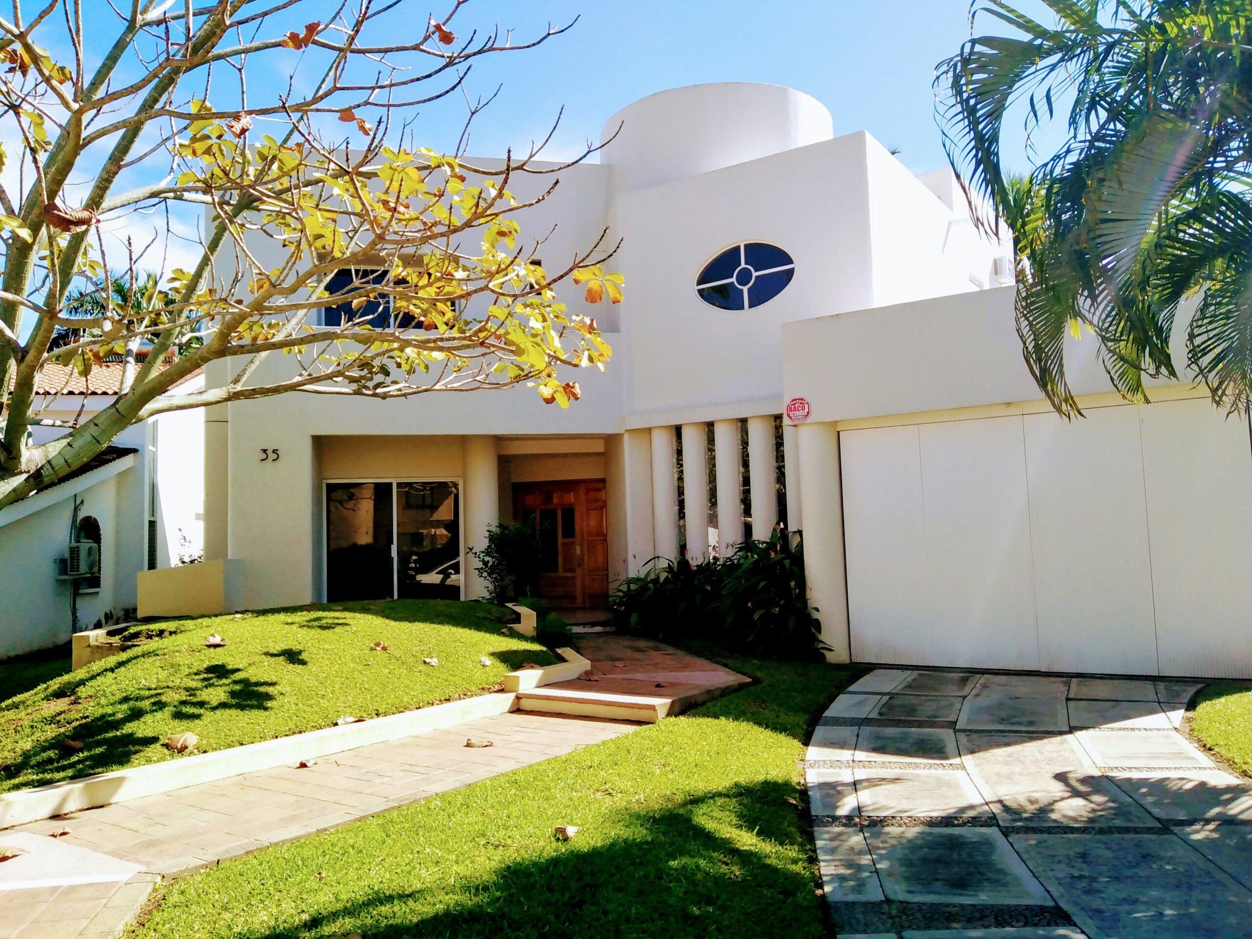 Casa Club Santiago Sierra
