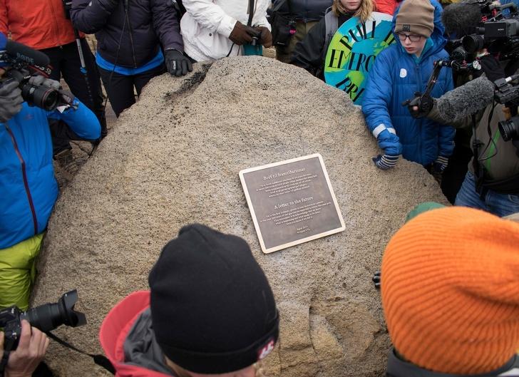 Исландия оплаква първия ледник, убит от изменението на климата, и това е послание от природата до всички нас