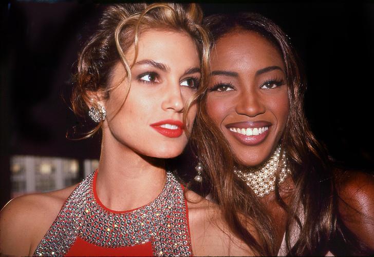 25 редки снимки от 90-те години, които показват най-искрените моменти в живота на звездите