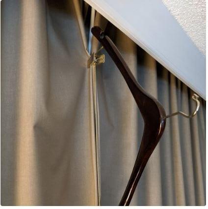 Close Hanger