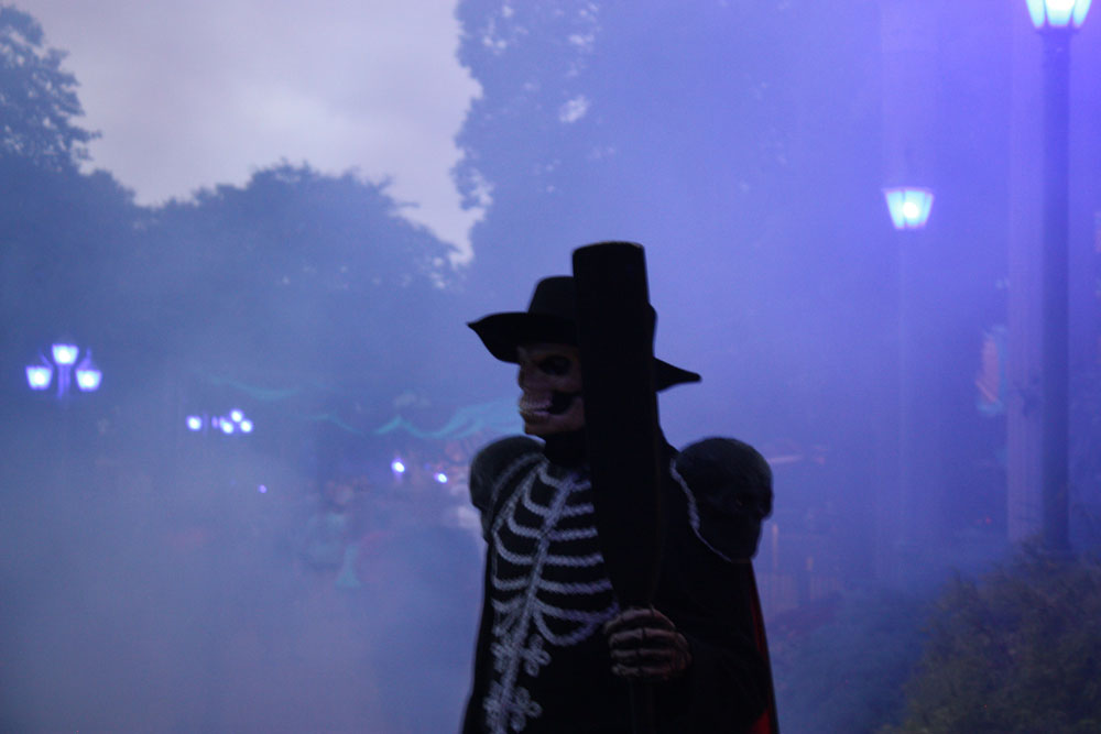Busch Gardens Williamsburg HowlOScream Halloween Gondolier