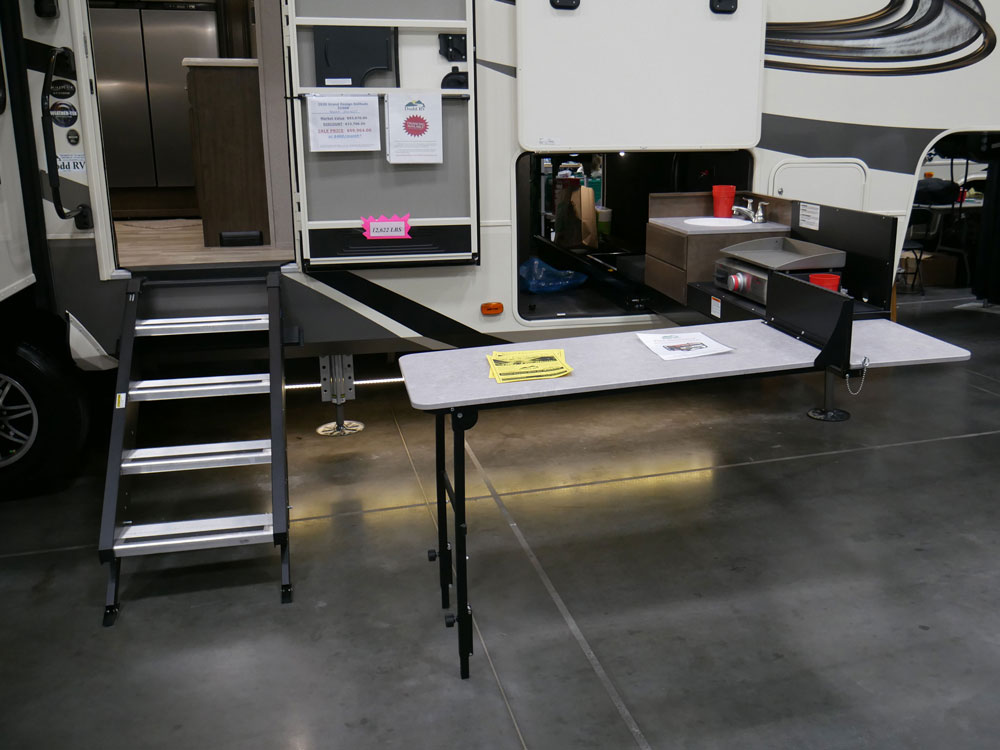 RV Innovation Extended Outdoor Kitchen At Tidewater RV Show 2020